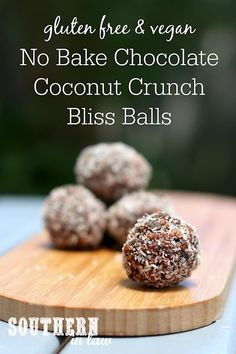 dairy free smoothie Energy bites, bliss balls, raw bites - whatever you call them, these Chocolate Coconut Crunch Bites will become a new favourite recipe. Crisp and crunchy, you wi Dairy Free Snacks, Dairy Free Breakfasts, Dairy Free Eggs, Dairy Free Baking, Healthy Breakfasts, Healthy Snacks, Clean Eating Chicken, Clean Eating Breakfast, Clean Eating Snacks