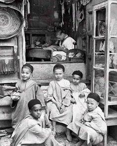 Zamane . #Moroccan#morocco#maroc#marruecos#المغرب#tanger#marrakech#fes#rabat#casablanca#meknes#ouarzazate#chefchaouen#asilah#travel#orientalisme#moroccanart#artmarocain#agadir#Marokko#Mapokko#africa#marocco#orientalism#maghreb#TheAfricaTheMediaNeverShowsYou#tetouan