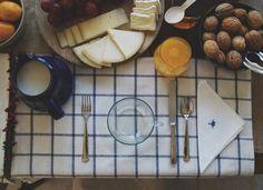 A mesa puesta / Un desayuno rústico | http://www.conbotasdeagua.com/mesa-puesta-un-desayuno-rustico/