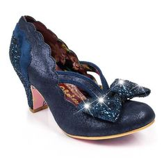 <p>Twinkle twinkle little star, who's feet are the sparkliest of them all? Yours are if you get your hands on these twinkling light up mid heels! Starring a sparkly iridescent upper with a glitter heel, scalloped edging and an LED light up bow.</p> <ul> <li>Mid heel</li> <li>LED light up bow</li> <li>Iridescent upper</li> </ul> <p>This product contains lights and batteries.</p>