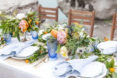 La Tavola Fine Linen Rental: Lacy Pearl with Tuscany Ocean Napkins | Photography: Claire Casner Photography, Styling & Design: Haper Hadley Events, Floral Design: DIRT, Rentals: Pretty Little Plates
