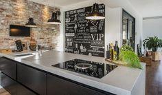 Stenen muur in combinatie met een strak afgewerkt kookeiland en aanvullend krijtbord als eyecather #kookeiland #design #wand Big Kitchen, Ikea Kitchen, Kitchen Pantry, Rustic Kitchen, Black Kitchens, Home Kitchens, Kitchen Necessities, Best Kitchen Designs, Interior Exterior