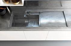 Zampieri - #Y kitchen in matt white lacquer. A detail of vintage steel top.