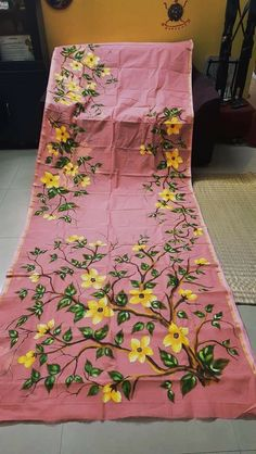 Acrylic Painting Flowers, Fabric Painting, Fabric Art, Saree Painting Designs, Fabric Paint Designs, Hand Painted Sarees, Hand Painted Fabric, Embroidery Boutique, Hand Embroidery