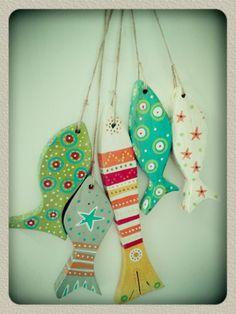 Peces de madera pintados a mano. Fish Crafts, Beach Crafts, Crafts To Make, Arts And Crafts, Fabric Fish, Fish Art, Fish Fish, Pallet Art, Driftwood Art