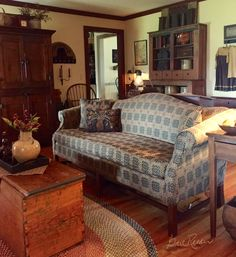 New Living Room Vintage Country Sofas 52 Ideas Primitive Homes, Primitive Living Room, Primitive Furniture, Country Furniture, Country Decor, Living Room Furniture, Primitive Decor, Primitive Country, Primitive Antiques