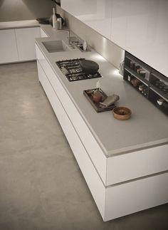 fornello nero lavello bianco piano grigio