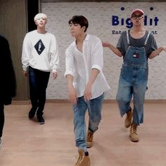this dance practice made me want to fight jungkook-.- (1/4)