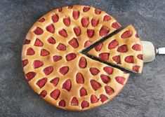 This deliciously light and moist Gluten Free Strawberry Almond Cake is not only super easy to make, it also looks great and is perfect for Passover! Easy Cakes To Make, How To Make Cake, Strawberry Upside Down Cake, Cake Recipes, Dessert Recipes, Flourless Cake, Light Cakes, Passover Recipes, Coconut Macaroons
