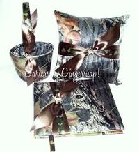 Oh man, they should've never let me see this! Camo wedding stuff! Gonna have to be considered when that comes around!