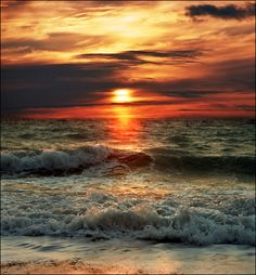 sunset as waves roll in from the ocean Beautiful Sunset, Beautiful Beaches, Beautiful World, Ocean Waves, Ocean Sunset, Beach Sunsets, The Ocean, Summer Sunset, Belle Photo