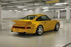 In 1992/93, 86 units of the lightweight design 911 Turbo S (Type 964) were built, representing the high water mark of the model line with a price tag of DM 295,000.
