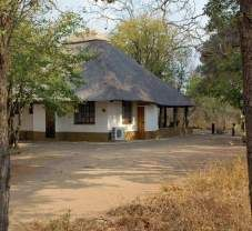 Explore the Bateleur Bushveld camp in the Kruger National Park. View information, pictures and book great deals online! Backyard Covered Patios, Thatched Roof, Kruger National Park, African Beauty, Camps, Miraculous Ladybug, Places To Travel, South Africa, Gazebo