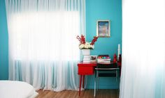 If you want to turn up the volume in a room a bit, consider combining turquoise and red. The two colors are almost opposites. The result is that the contrast is sharp without driving your eyes buggy.