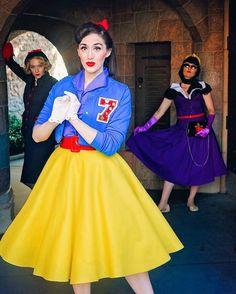 Bobby soxer Snow White Dapper Day disneyland Disneybound evil queen and the hag Dapper Day Disneyland, Disney Dapper Day, Edna Mode, Disney Inspired Fashion, Disney Fashion, Disney Dress Up, Disney Clothes, Dapper Day Outfits, Disneybound Outfits
