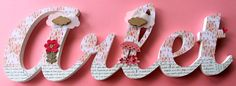 Palabras o nombres de madera decorados con scrapbooking