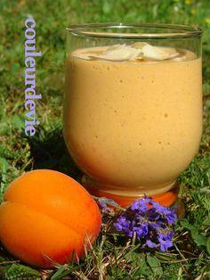 Voici une petite recette très sympa à faire avec des abricots mûrs à point et bien sucrés (extraite de mon livre «blender»). Excellent pour un goûter d'enfants par exe…