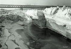 Nahromadenie ľadu na Dunaji uvoľňovali aj bombardovaním - Regióny - TERAZ. Bratislava, Arches, Old Photos, Nostalgia, Outdoor, Retro, Old Pictures, Outdoors, Vintage Photos