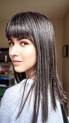 hair highlights going gray – All About Hairstyles Grey Hair Don't Care, Long Gray Hair, Silver Grey Hair, Grey Hair Bangs, Grey Hair Streak, Grey Hair Young, Grey Hair Inspiration, Gray Hair Highlights, Gray Hair Growing Out