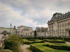 Die eindrucksvolle Arbeitsresidenz des belgischen Königs. Das im Stil des Neoklassizismus errichtete Anwesen im Herzen Brüssels wird für alle offiziellen Anlässe genutzt. Paris, Louvre, Building, Travel, Europe, World's Fair, Communities Unit, Belgium, Montmartre Paris