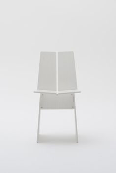 Laurus is a minimalist design created by Japan-based designer Taiji Fujimori. Laurus takes another look at making a chair out of plywood mat...