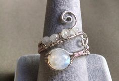 Bague Pierre de lune arc-en-ciel - enveloppé bague - bague en argent - anneau de spirale de fil - fait sur commande - anneau de Pierre de lune - bague ajustable