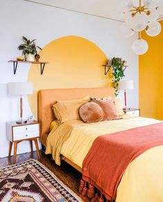 Home Interior Decoration Dcor do dia: quarto amarelo com pintura diferente na cabeceira.Home Interior Decoration Dcor do dia: quarto amarelo com pintura diferente na cabeceira Room Interior, Interior Design Living Room, Colorful Interior Design, Colorful Interiors, Interior Wall Colors, Yellow Interior, Interior Paint, Home Bedroom, Bedroom Decor