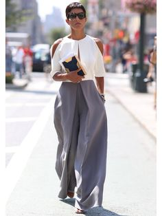 Best Street Style at NYFW Spring 2015 - Best Street Style from New York Fashion Week Spring 2015 - Monochromatic style - chic outfit Best Street Style, Looks Street Style, Looks Style, Street Styles, Real Style, Look Fashion, Street Fashion, Womens Fashion, Fashion Design
