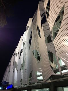 Supermarket in Athens  / KLab architecture