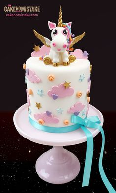 Unicorn cake in cute pastel shades for a very special occasion. I think there are days when we all wish for a pair of golden wings :) Tiptree, Essex. Fondant Toppers, Fondant Cupcakes, Cupcake Cakes, Beautiful Cakes, Amazing Cakes, Fete Emma, Fondant Girl, Girly Cakes, Gateaux Cake