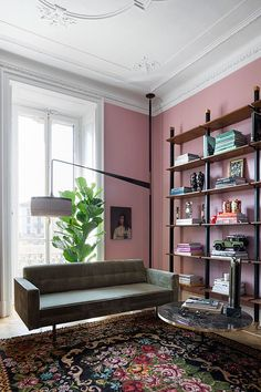 Pink and vintage in a Milan apartment