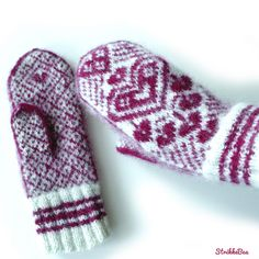 HjerteGlød er votter strikket i mellomtykt ullgarn og tovet. Vottene har motiv av mange hjerter og strikkes i 2 farger.