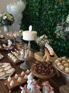 Pin by miranda makruf on table decor in 2019 бар. Fall Wedding Cakes, Wedding Candy, Wedding Desserts, Dessert Bars, Buffet Dessert, Dessert Tables, Casino Cakes, Living At Home, Granola Bars
