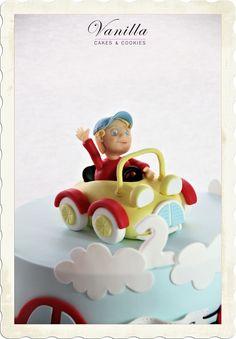 Car Cake topper. Baby boy cake with cars. Fondant car. Arabalı bebek pastası.  Fondant boy in car.