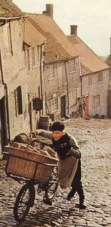 shaftesbury, dorset - sepia tinted nostalgia (ridley scott's 1973 tv advert for hovis) Tv Adverts, Old Tv, My Memory, The Guardian, Childhood Memories, Good Times, Nostalgia, The Past, All About Time