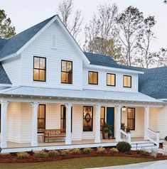 The Best Classic White Farmhouse Exterior Inspiration - A huge collection of Farmhouse inspiration that is classic yet completely on-trend, showcasing white exteriors and some modern farmhouse touches. A huge collection of Farmho White Farmhouse Exterior, Cottage Exterior, Dream House Exterior, Country Farmhouse Decor, Farmhouse Plans, Modern Farmhouse Style, Farmhouse Design, White Siding House, Colonial House Exteriors