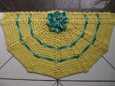 tapete leque brasil: confeccionado com fios de barbante nº8 e barbante barroco nas cores amarelo e verde nesclado R$ 35,00