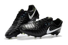 Nike Soccer Shoes, Nike Football Boots, Nike Boots, Soccer Gear, Soccer Boots, Soccer Cleats, Bend It Like Beckham, Football Kits, Black Boots