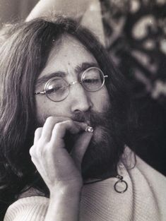 John Lennon : Bob Dylan Introduces the Beatles to Marijuana Yoko Ono, Ringo Starr, Paul Mccartney, Across The Universe, James Joyce, Abbey Road, George Harrison, Lewis Carroll, Bob Dylan