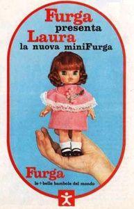 """PAR AMOUR DES POUPEES :: LAURA, MINI FURGA, 16CM, 1968, FURGA est brun acajou, elle vient agrandir la famille """"mini-furga"""" en 1968, se joignant à Lisa et Lucia. Cheveux implantés longs brun acajou avec raie médiane, yeux verts avec cils, bouche ouverte en """"o""""."""