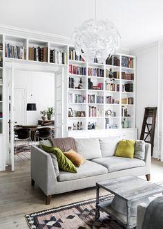 Man kan sagtens genopfinde sig selv og sin boligstil, når børnene forlader hjemmet! Se bare, hvad der sker, når det store, tomme hus bliver skiftet ud med en herskabslejlighed på Frederiksberg ...