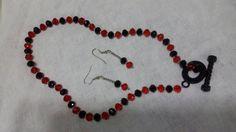 Mira este artículo en mi tienda de Etsy: https://www.etsy.com/listing/205052283/beautiful-necklace-in-black-and-red-gems