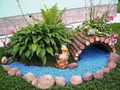 10 Creative and Unique Small Garden Decor Ideas - Simphome Garden Yard Ideas, Amazing Gardens, Diy Garden, Small Garden Design, Garden Crafts, Garden Decor, Backyard Landscaping Designs, Fairy Garden Diy, Rock Garden Landscaping