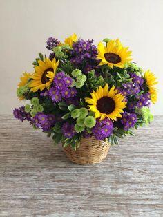 Sunflower Floral Arrangements, Basket Flower Arrangements, Table Flowers, Flower Centerpieces, Wedding Centerpieces, Ikebana, Sunflowers And Daisies, Flower Bouquet Wedding, Gerbera Wedding