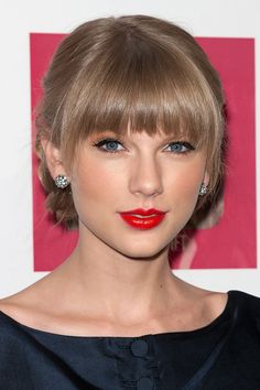 Taylor Swift 'Red' liner notes: Jake Gyllenhaal gets off easy, plus a song for Ethel Kennedy Taylor Swift Pony, Taylor Swift Bangs, Taylor Alison Swift, Live Taylor, Swift 3, Curl Styles, Hair Styles, Self Haircut, Hair Cutting Techniques