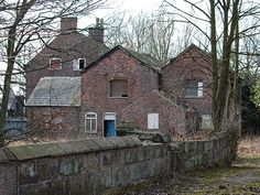 A little fixer-upper--Hulme Hall, Cheshire, England