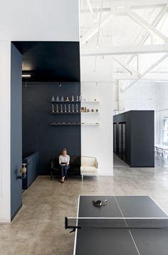 muh-tay-zik-hof-fer-office-design-4-700x1067