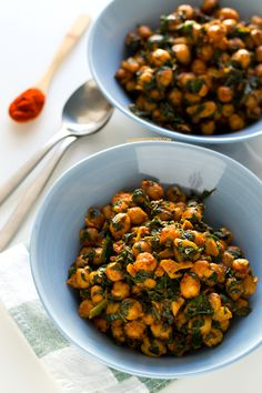 Chickpea Recipes, Vegan Recipes, Tapas Recipes, Yellow Rice Recipes, Homemade Tomato Sauce, Pescatarian Recipes, Frozen Vegetables, Veggies, Vegan Blogs