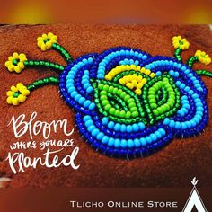 Bloom where you are planted! Beaded spring flowers by artisan from Indian Beadwork, Native Beadwork, Loom Beading, Beading Patterns, Beading Ideas, Beadwork Designs, Nativity Crafts, Beaded Crafts, Diy Crafts For Gifts