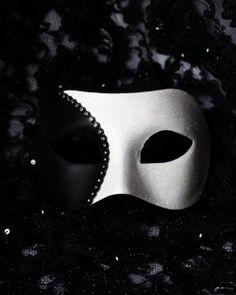 Men's Black & White Curve Venetian Mask ~ Ʀεƥɪииεð вƴ╭•⊰✿ © Ʀσxʌиʌ Ƭʌиʌ ✿⊱•╮